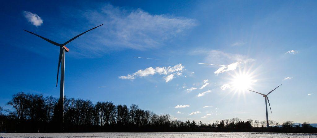 Windkraftanlagen als Darstellung für Erneuerbare Energien