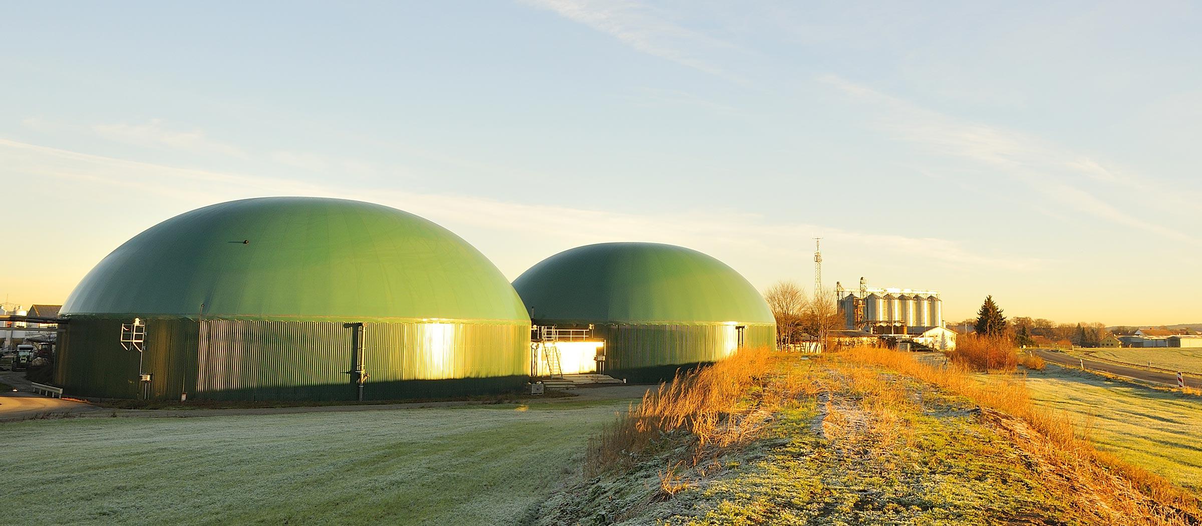 Darstellung einer Biogasanlage als Symbol für den Geschäftsbereich Eerneuerbare Energien